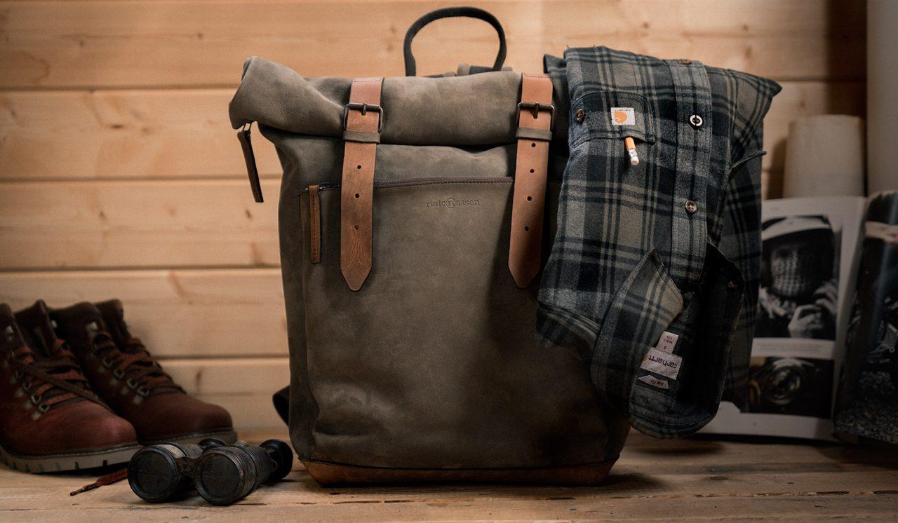 Beau sac à dos en cuire souple.