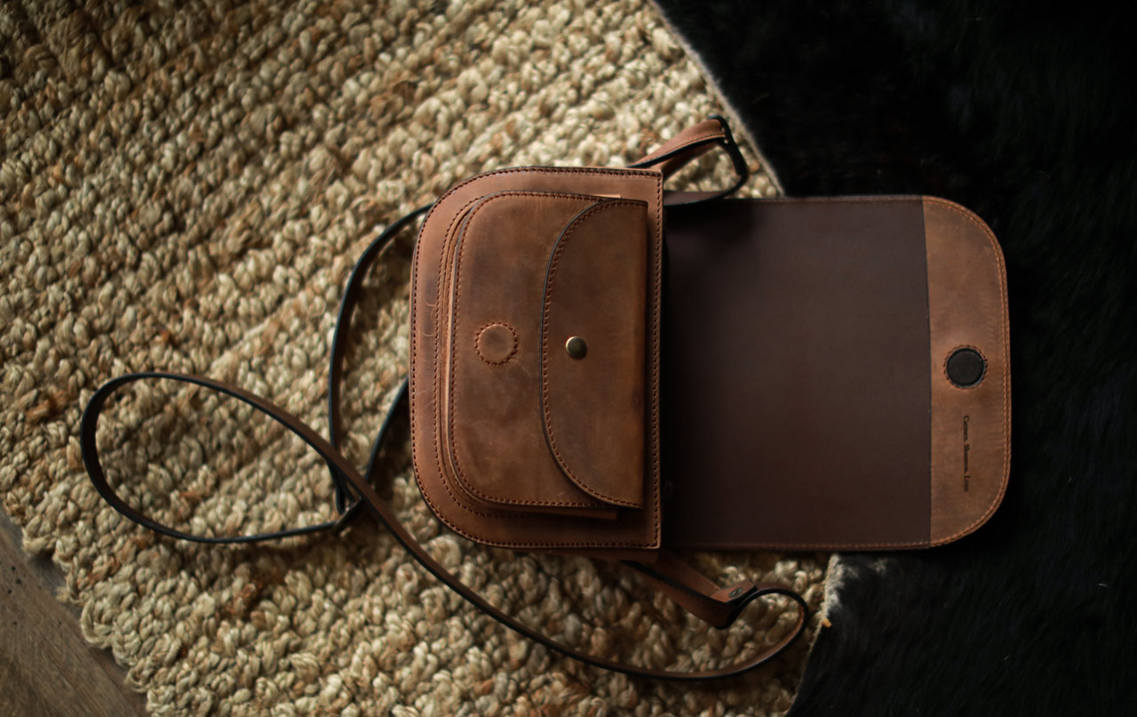 Joli sac bandoulière en cuir vintage.