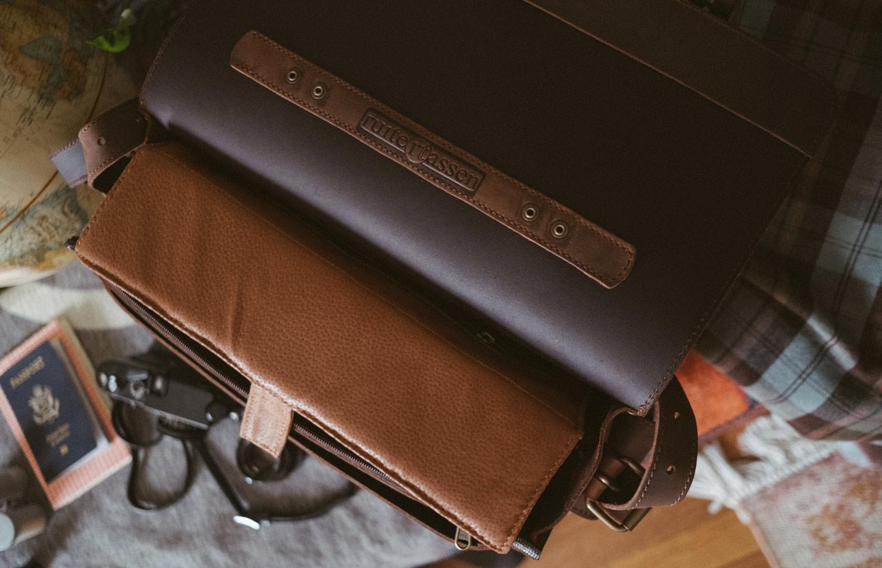 Sacoche photo artisanal en cuir.