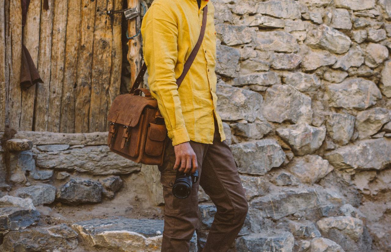 Belle sacoche cuir bandoulière pour photographe.