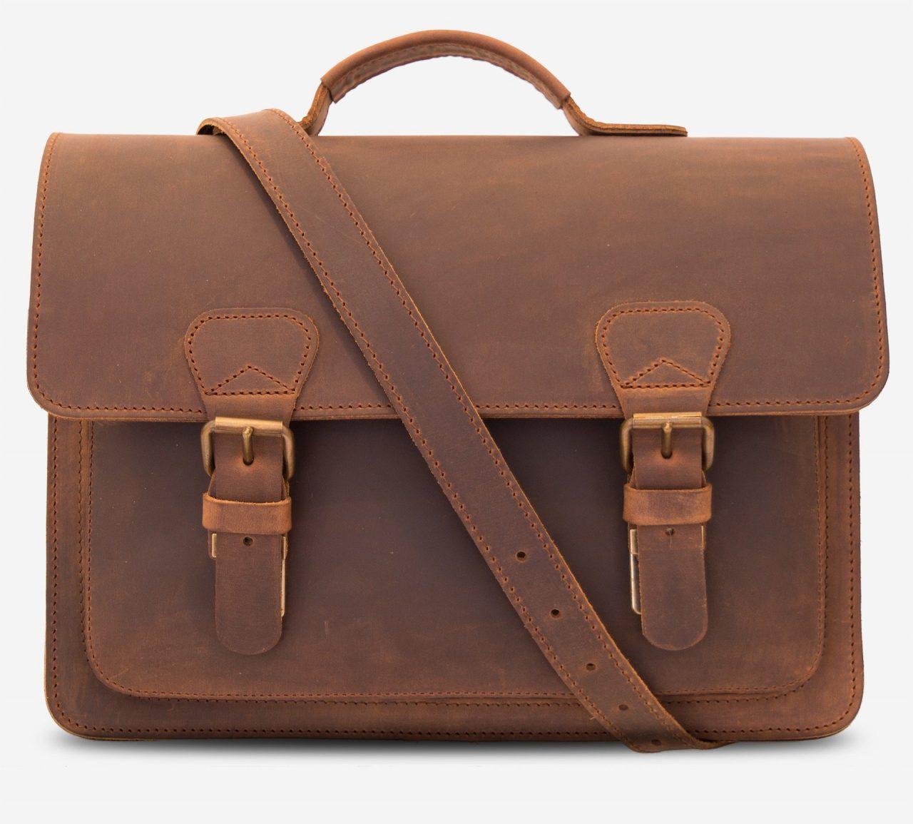 Serviette artisanale en cuir marron.