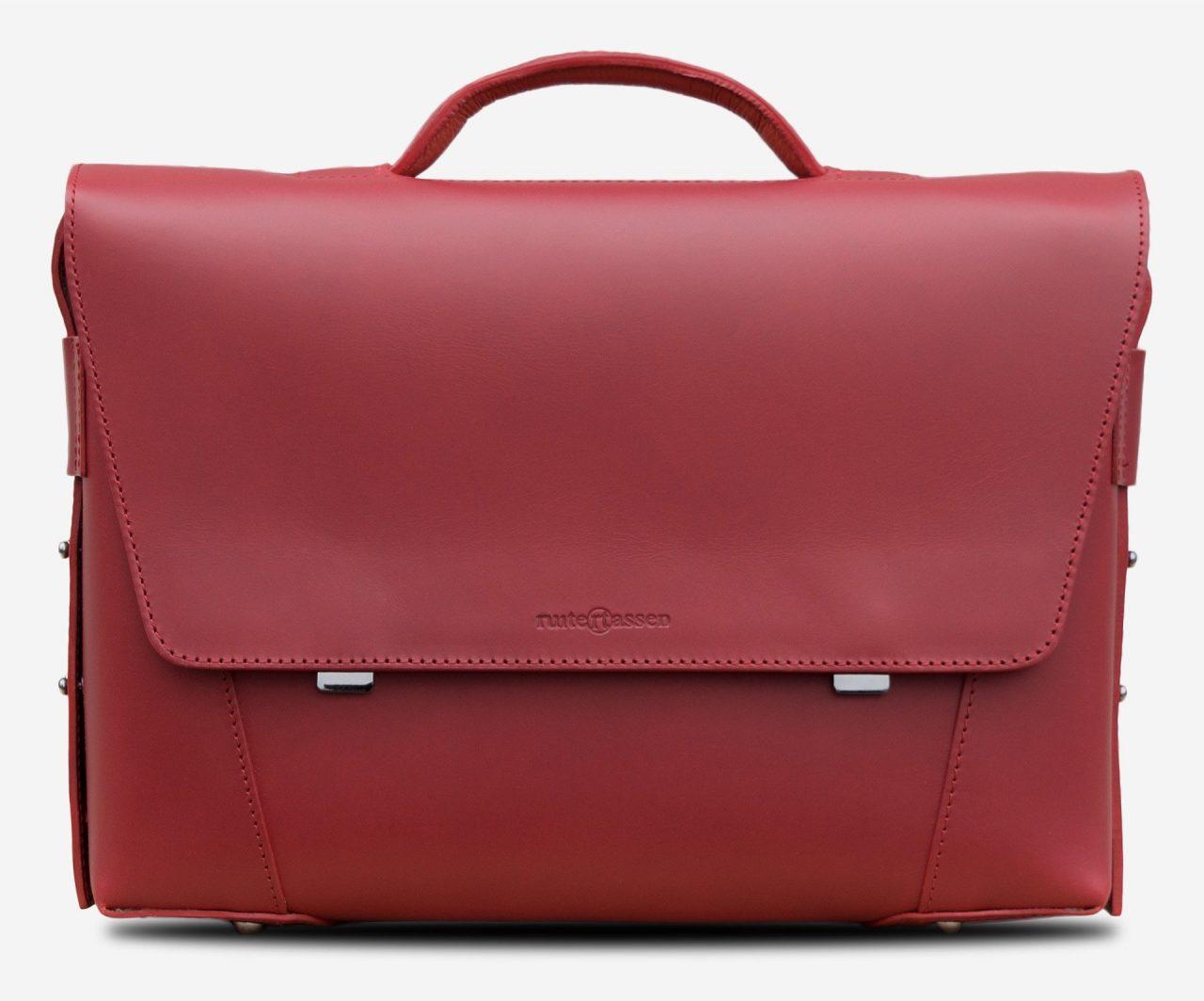 Serviette cuir rouge de luxe pour femme.