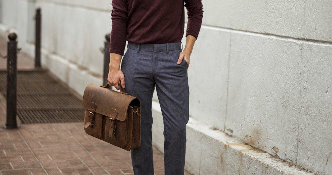 Serviette cuir marron vintage pour homme.