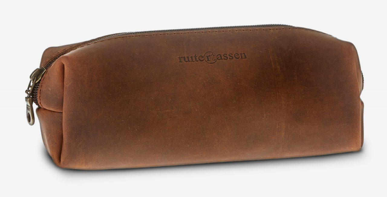 Trousse en cuir marron vue de l'avant.