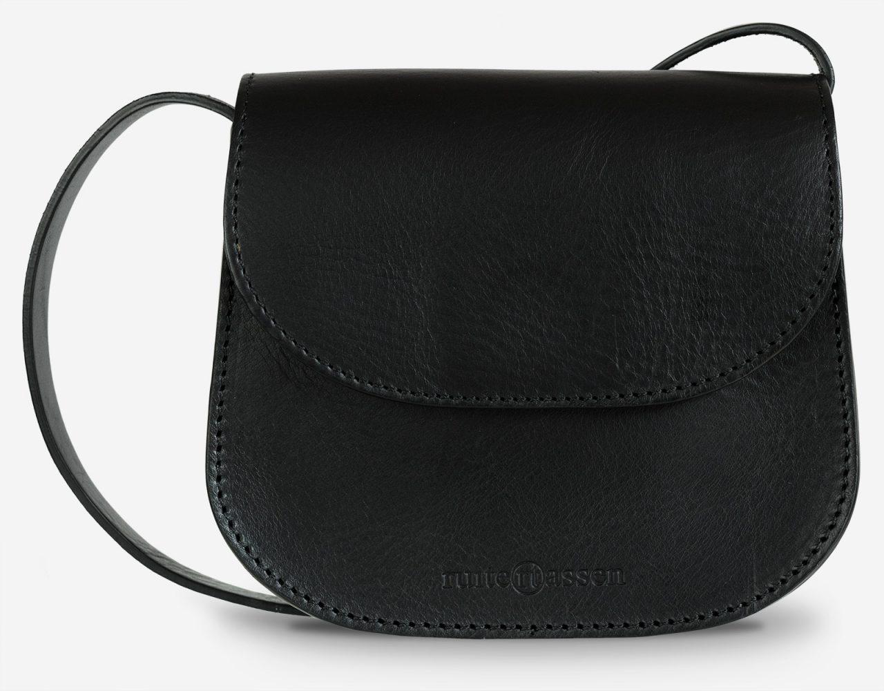 petit sac à bandoulière en cuir noir de face.