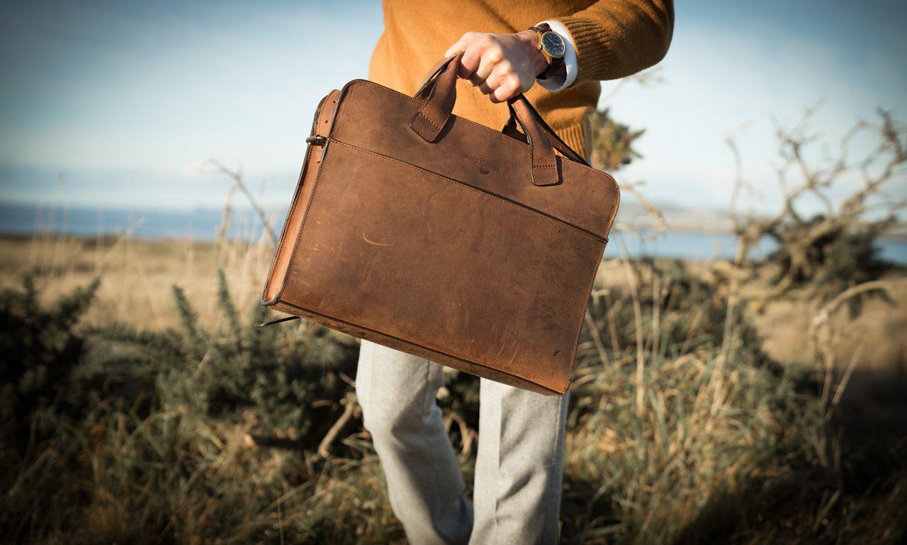 La sacoche en cuir détective pour homme.