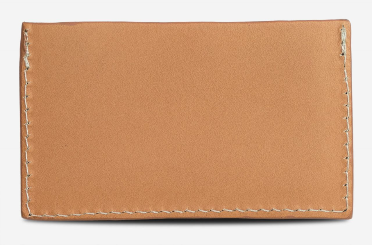 Porte-cartes cuir beige de dos.
