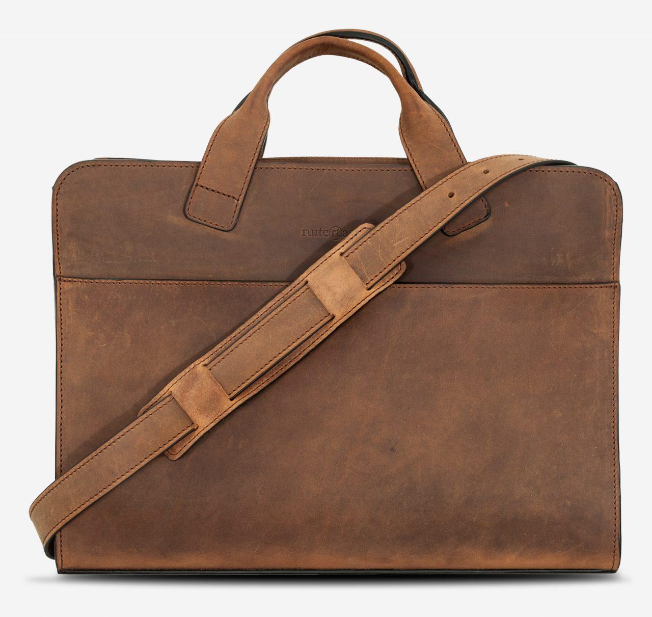 Sacoche avec bandoulière style vintage en cuir marron.