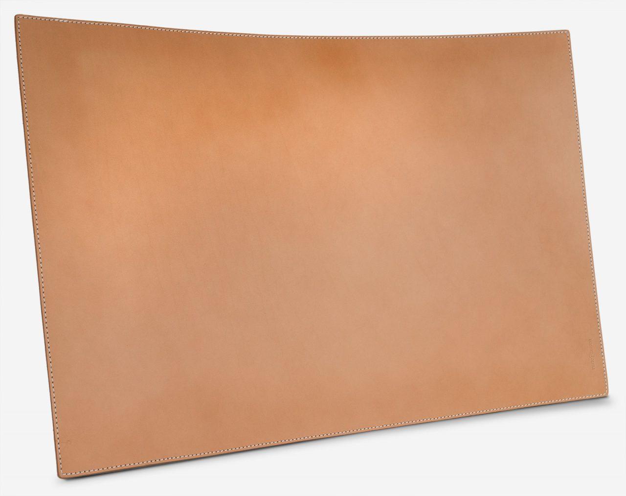 Sous-main en cuir beige.