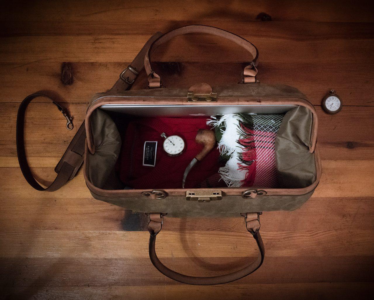 Vue intérieur du sac docteur cuir couple.