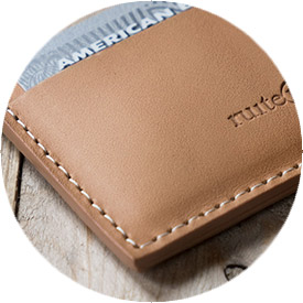 porte-cartes cuir artisanal naturel.