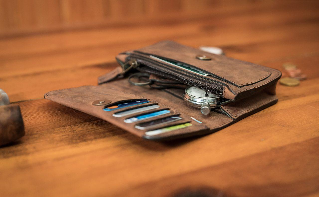 Portefeuille qui peut être porté sur la ceinture pour homme.