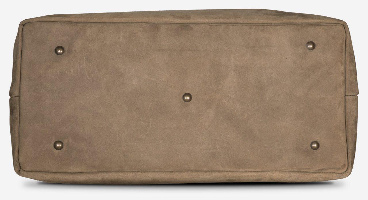 Le dessous du sac docteur cuir souple protégé par des patins.