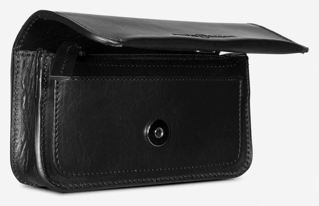 Sacoche ceinture cuir noir avec rabat aimanté.