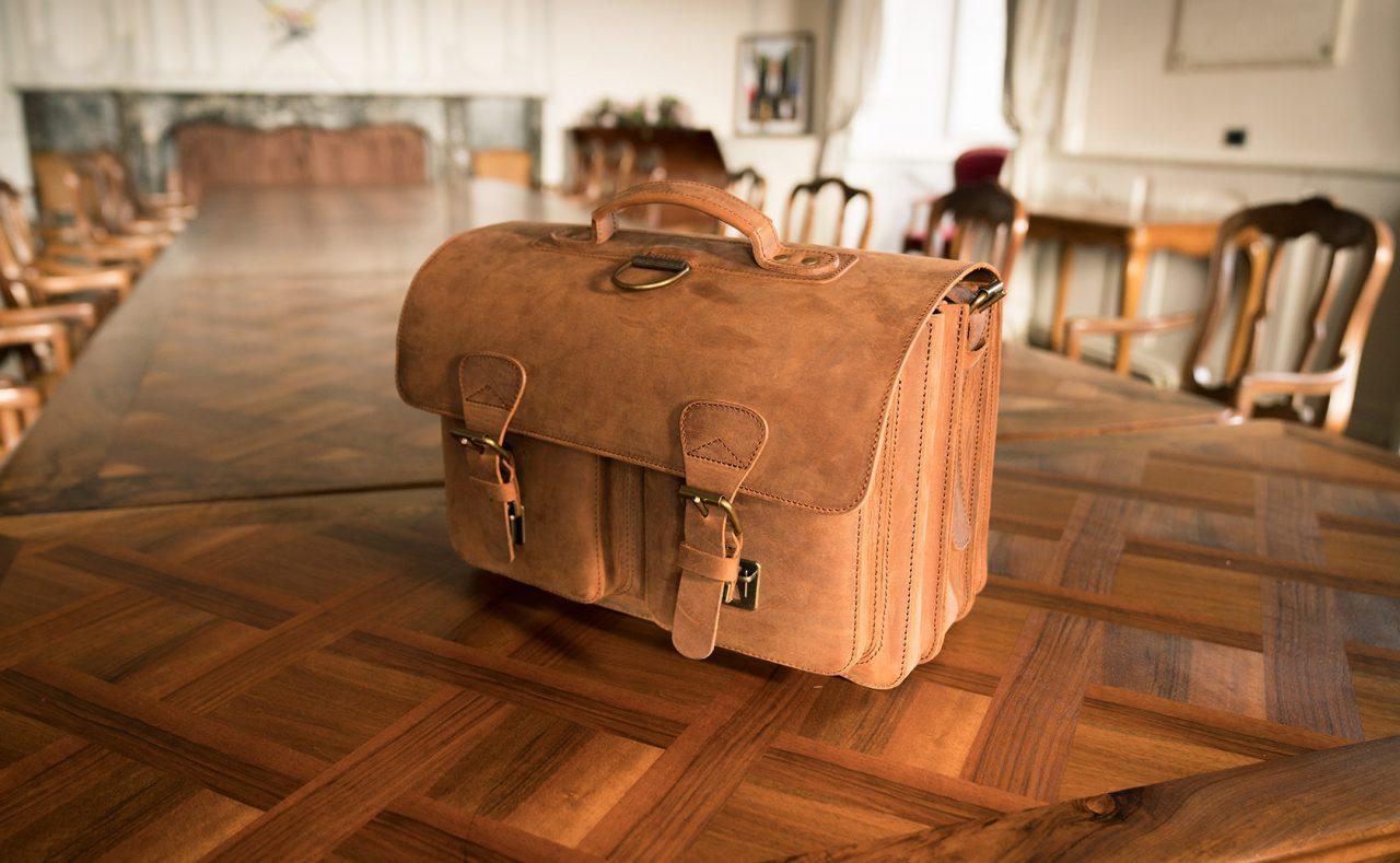 Grand cartable cuir vintage.