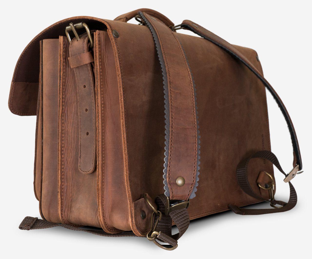 Grand cartable cuir vintage à bretelles.