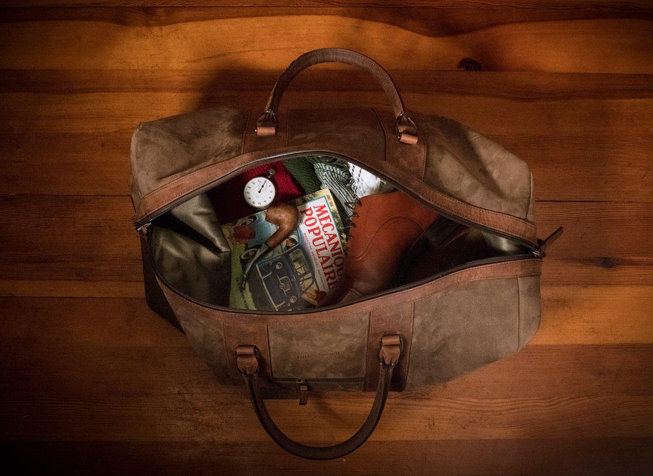 Intérieur grand sac duffle en cuir souple.