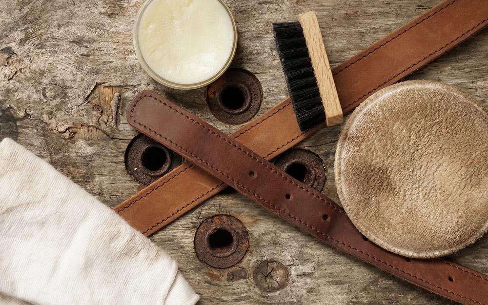 Accessoires pour entretenir le cuir tannage végétal.