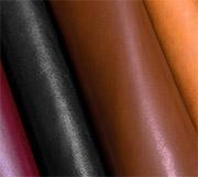 Cuirs de différentes couleurs.