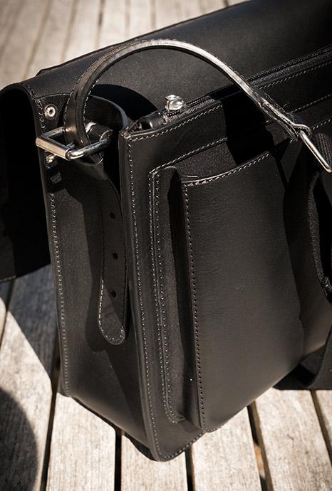 Intérieur cartable en cuir noir de luxe.