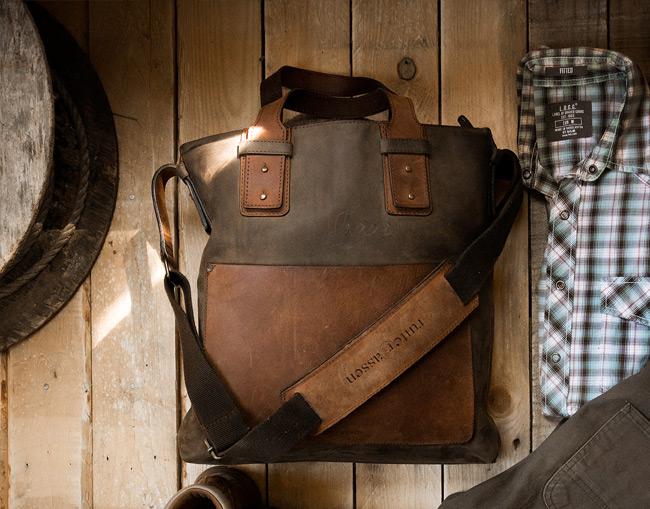 Beau sac cabas pour homme en cuir souple.